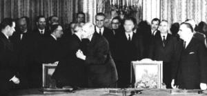 Mit dem Élysée-Vertrag haben Konrad Adenauer und Charles de Gaulle 1963 die Deutsch-Französische Freundschaft begründet, die heute in ihrer Dichte und Intensität international einmalig ist. Foto: Bundesregierung  / Schwahn